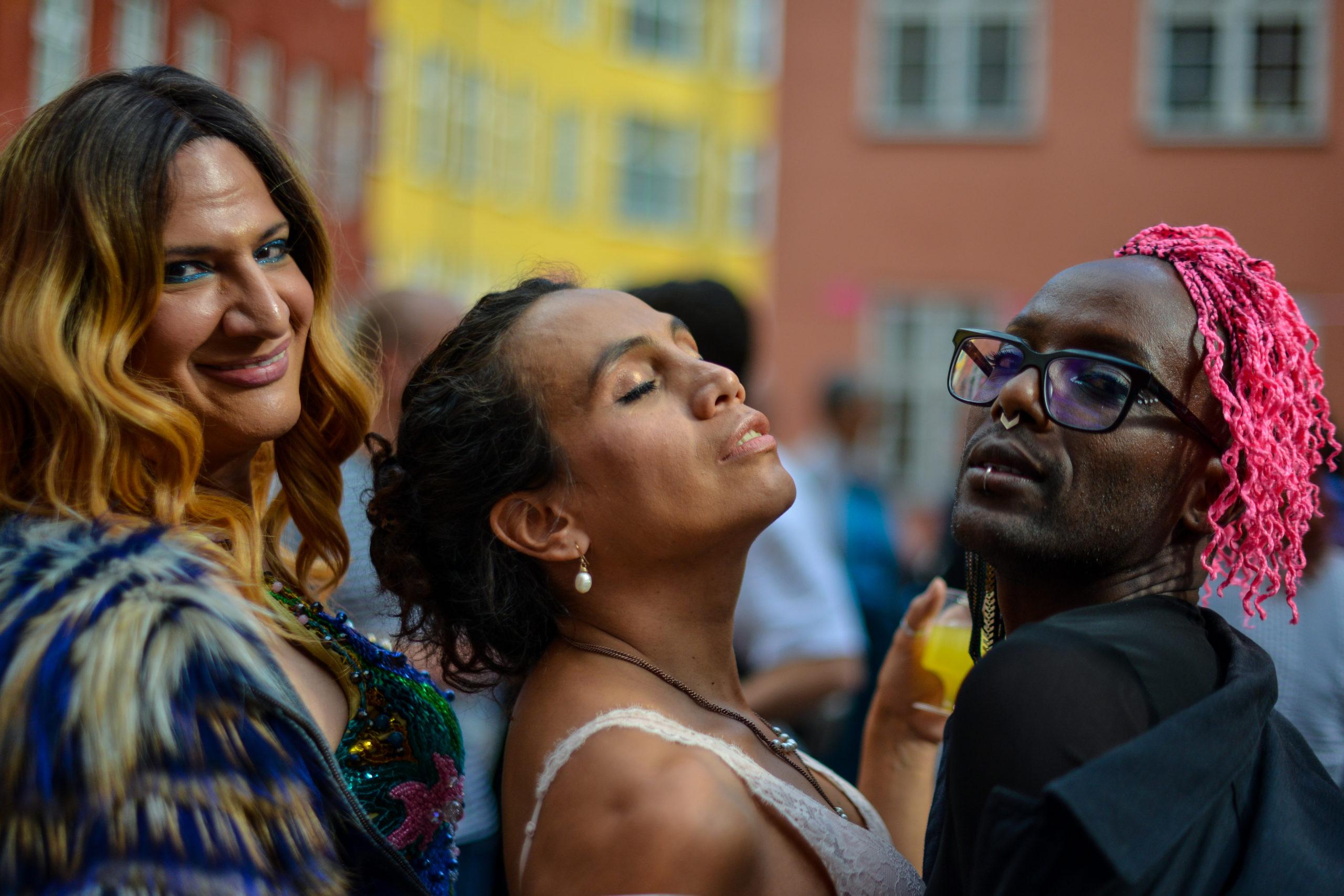 Gæster til socialt arrangement under LGBT+ Danmark