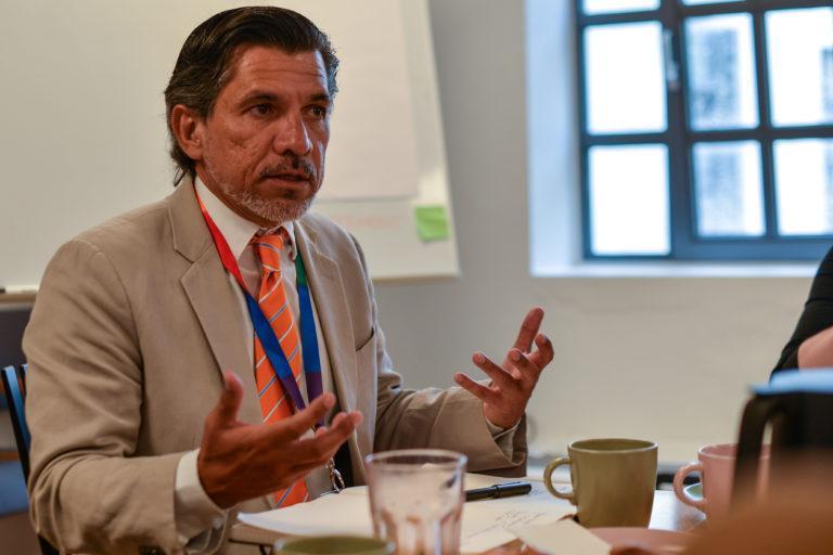 Victor Madrigal-Borloz deltager i møde hos LGBT+ Danmark under World Pride