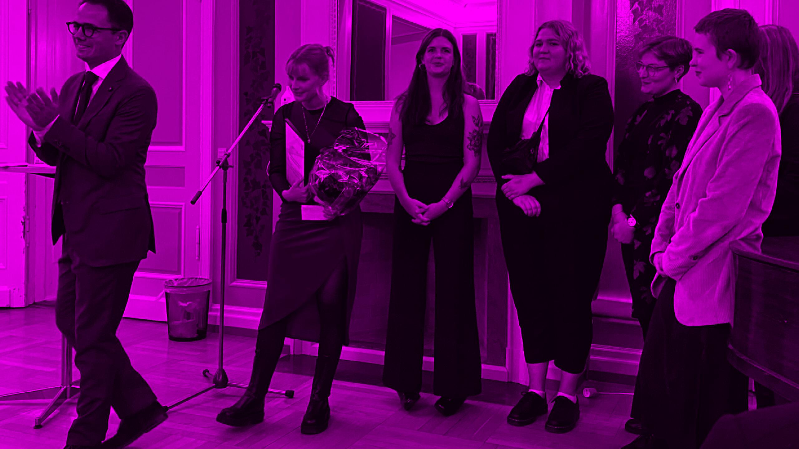 Frivillige fra AURA København ved prisoverrækkelse på Frederiksberg Rådhus